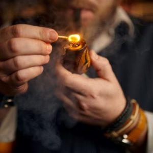 light a smoke pipe